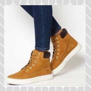 NIB!!  Women's Timberland Londyn Warm boots!